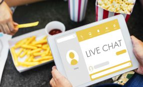 How to increase travel website bookings with live chat